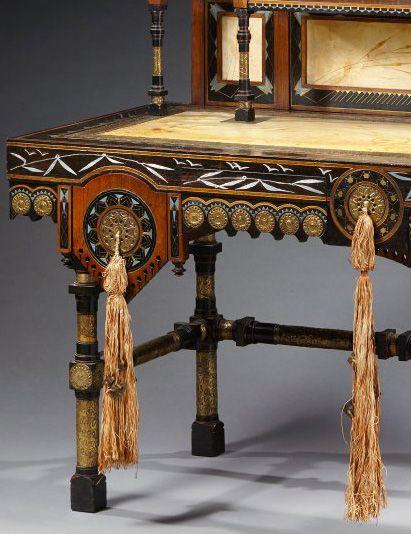 Carlo Bugatti - Bureau 'Mosquée' et sa Chaise - Bois 2 Tons, Incrustations d'Os et Métal, Parchemin Peint  et Cuivre Repoussé - Années 1900-20