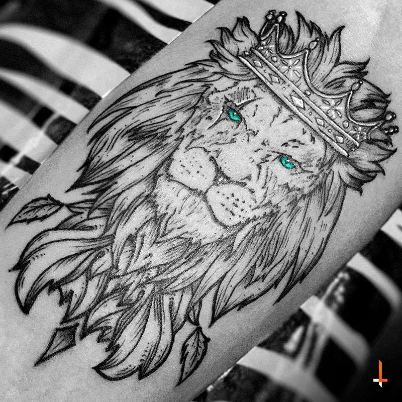 f98eb30e5 Lazlo DaSilva Nº132 King of the Jungle #tattoo #lion #king #crown #jungle…
