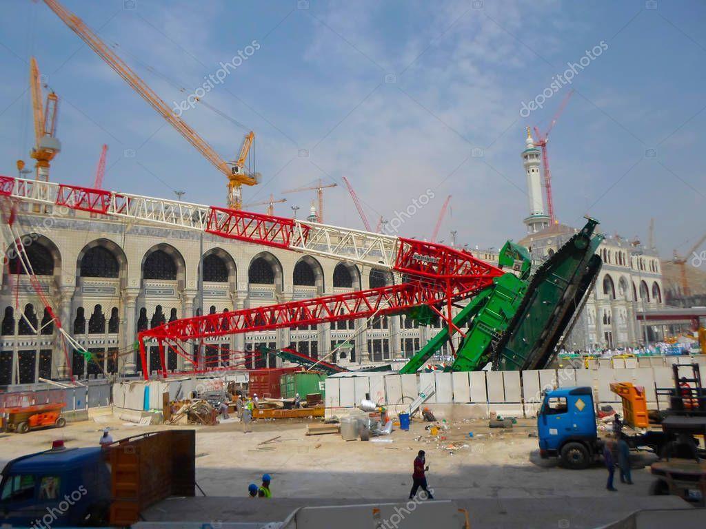 Mecca Saudi Arabia November 2017 Pilgrims Surrounds Area Giant Crane St Aff November Arabia Mecca Saudi Ad Mecca Saudi Arabia Pilgrim