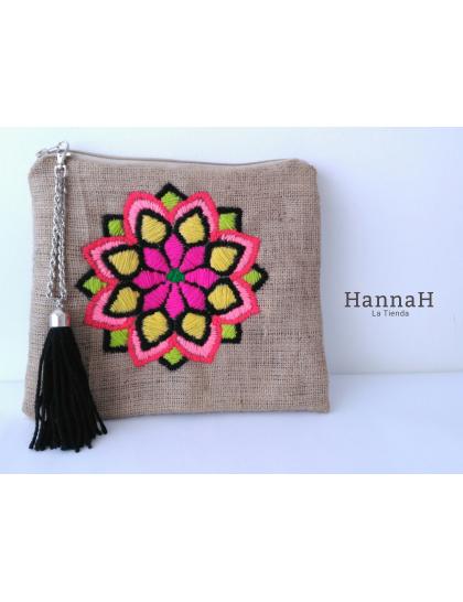 eae03e993 Clutch Bordado a Mano Mandala   bordado mejicano   Embroidery bags ...