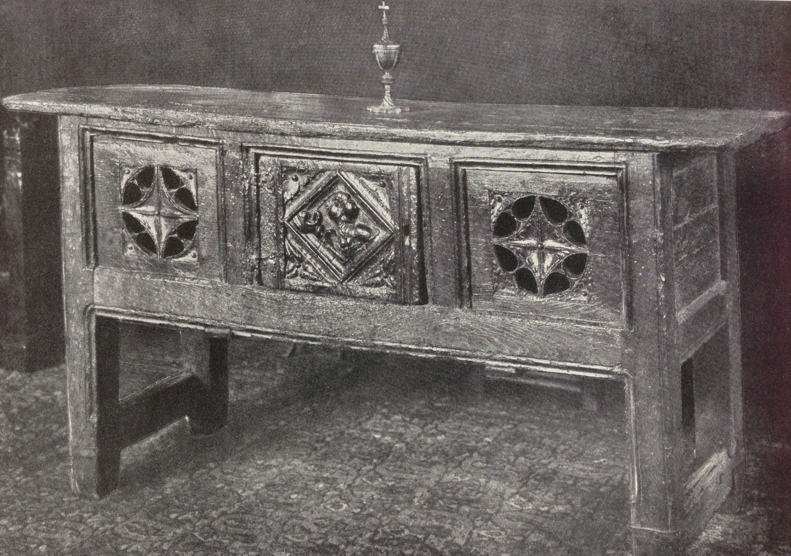 Tudor hutch table, Burrell collection