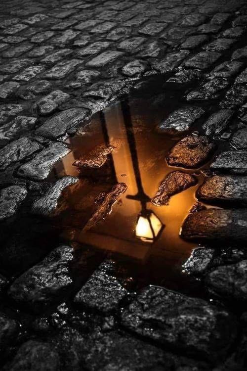 Na poça de chuva…