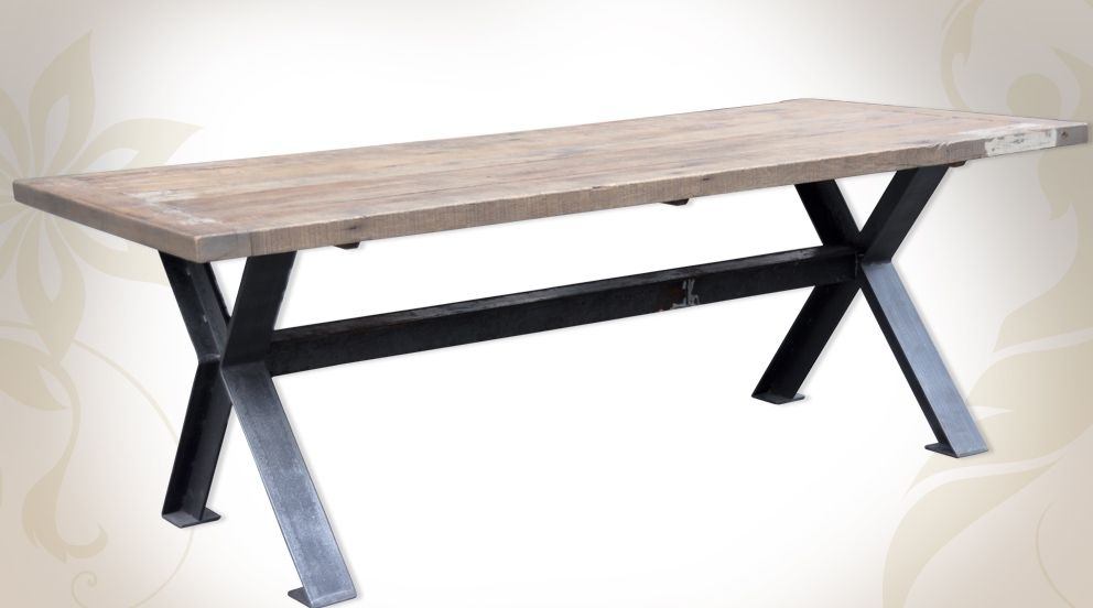 Grande table de salle manger en bois massif et m tal for Table design industriel