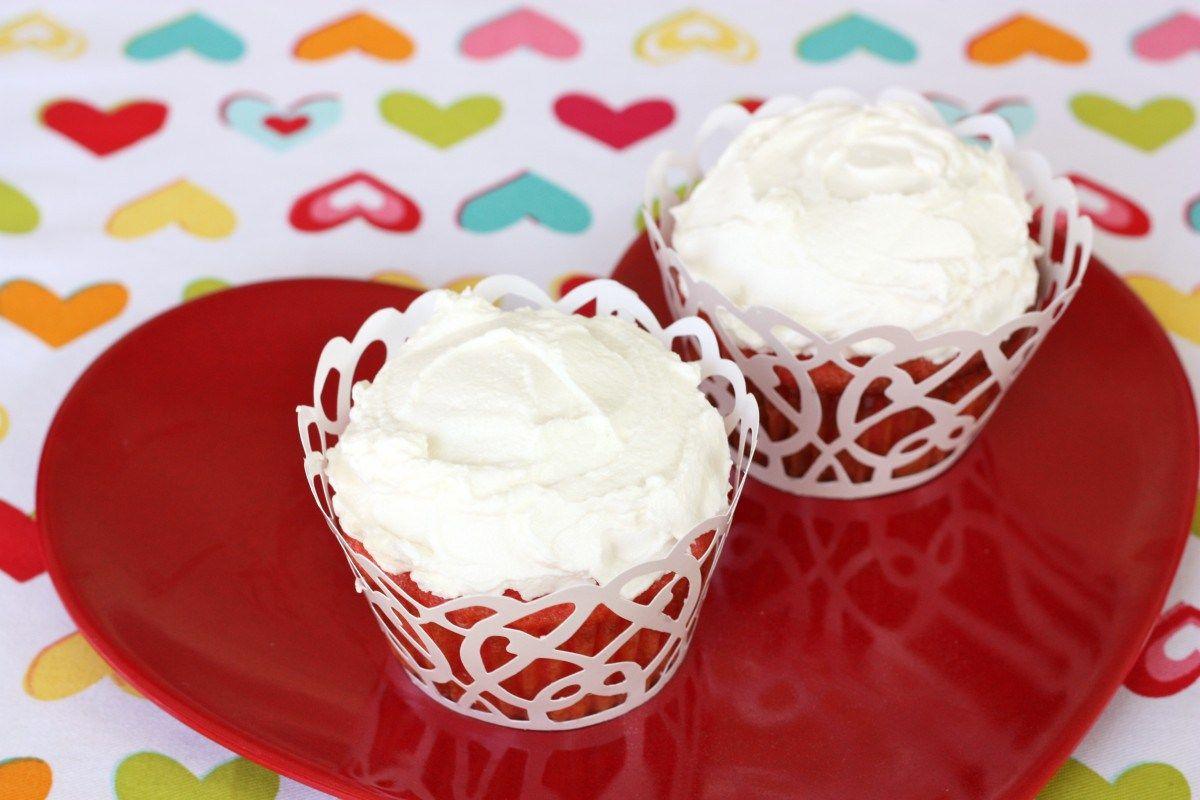 Cherry Amish Friendship Bread Cupcakes with Buttercream Frosting  ♥️ friendshipbreadkitchen.com