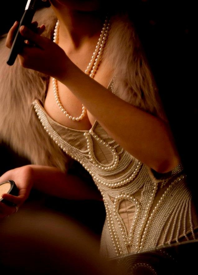 Pearls,pearls ,pearls   ♥    emmascorsets http://www.pinterest.com/pa1615/pearls-of-white-ivory/