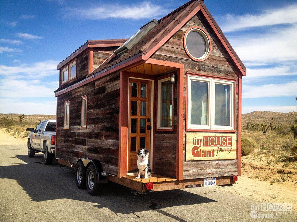 Casal constrói pequena (e adorável!) casa móvel para mudar