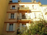 A great opportunity to acquire 2 apartments in the Gallieni area of Cannes which is just a 5 minute walk to the rue d'Antibes.  This is a property with lots of potential for the discerning buyer. Must be seen quickly! Price €430,000