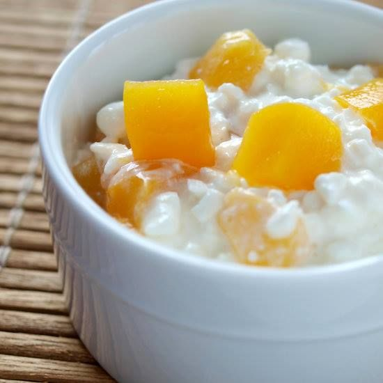 1. A four-ounce container of low-fat cottage cheese (90 calories, 11 grams protein) with one small peach, diced (51 calories, 1.2 grams protein): 141 calories, 12.2 grams protein 2. One hard-boiled egg (78 calories, 6.3 grams protein) and eight Kashi 7 Grain Crackers (64 calories, 2.2 grams protein): 142 calories, 8.5 grams protein 3. 21 raw almonds: 148 calories, 5.4 grams protein 4. Six-ounce container of vanilla nonfat Greek yogurt: 120 calories, 16 grams protein  Source: www.fitsugar.com