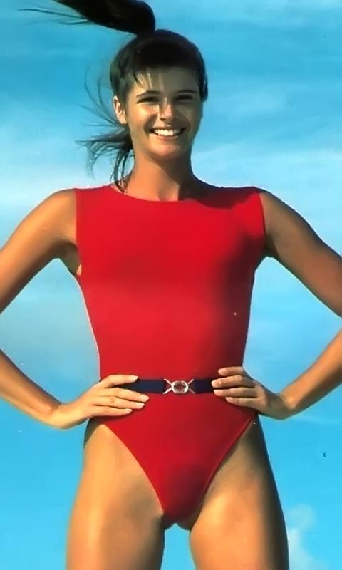 Elle Macpherson in Bikini Top on the beach in Miami Pic 34 of 35