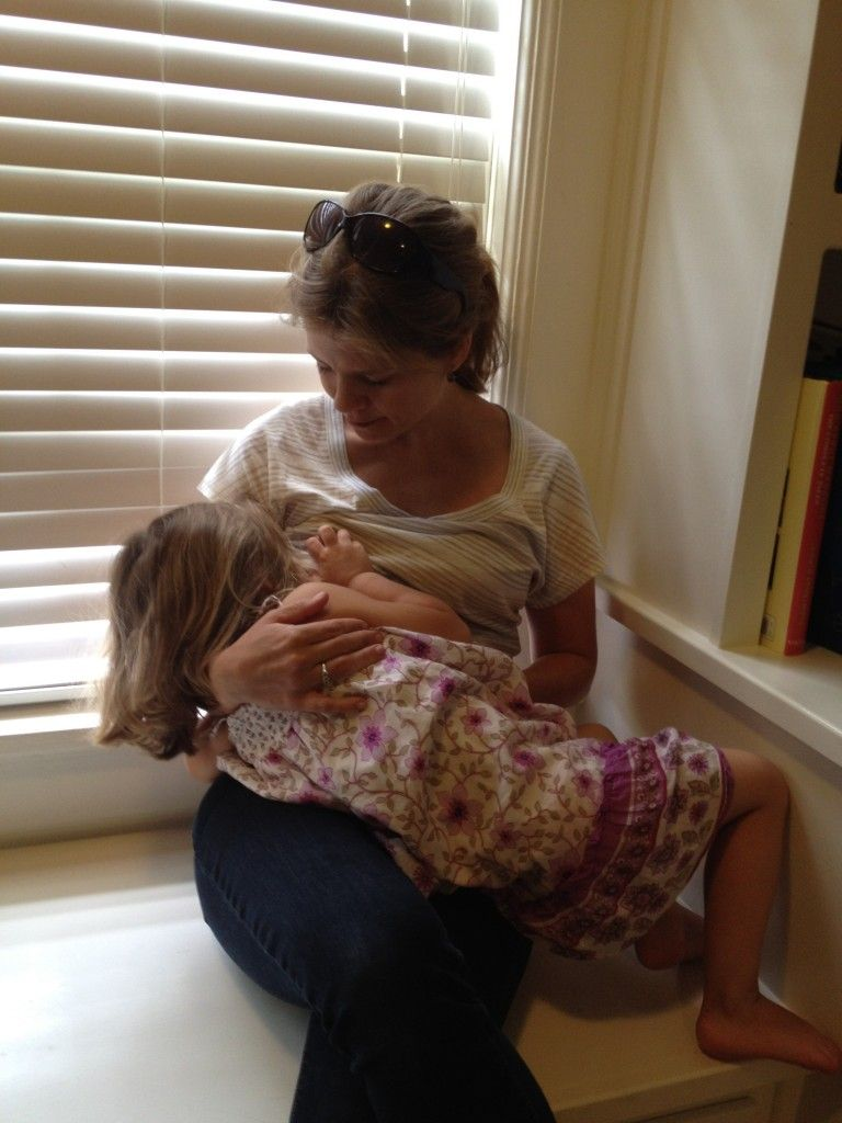 how to hold your breast while breastfeeding