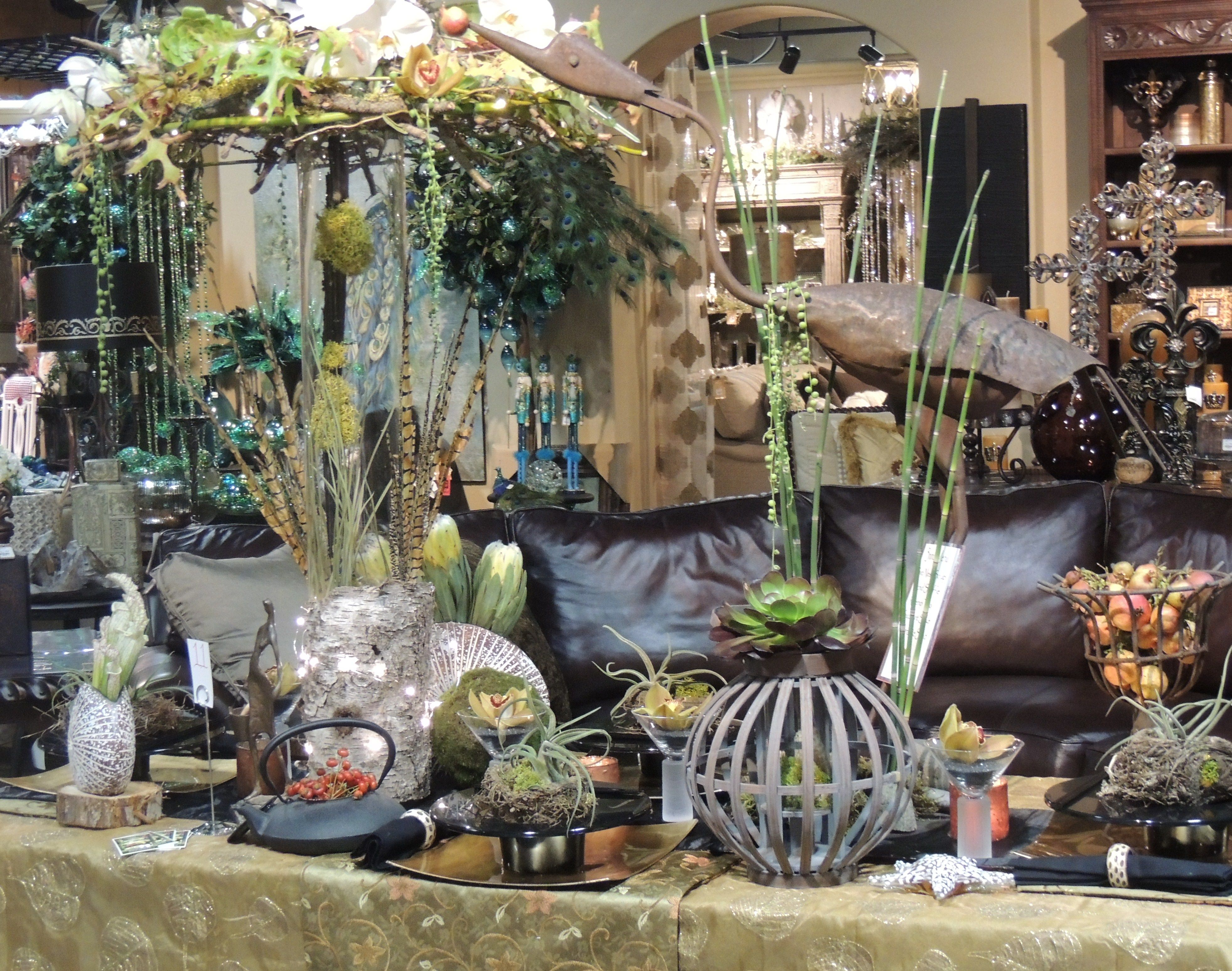 Our beautiful table landscape features natural living plants and flowers along with natural handmade designs.