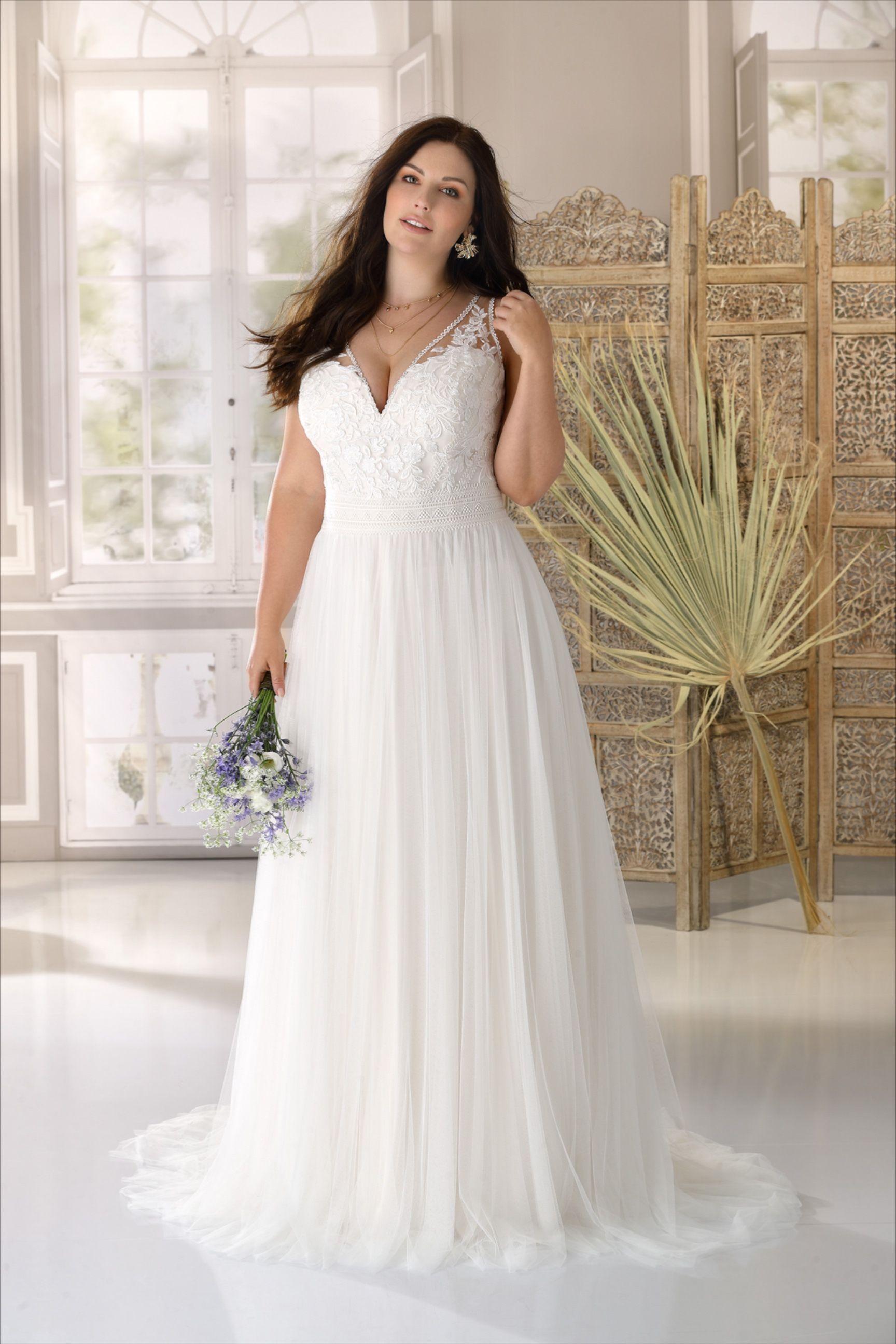 Ladybird Wedding Dress Style Ls321062 Curvy Wedding Dress Plus Wedding Dresses Wedding Dress Styles [ 2591 x 1728 Pixel ]