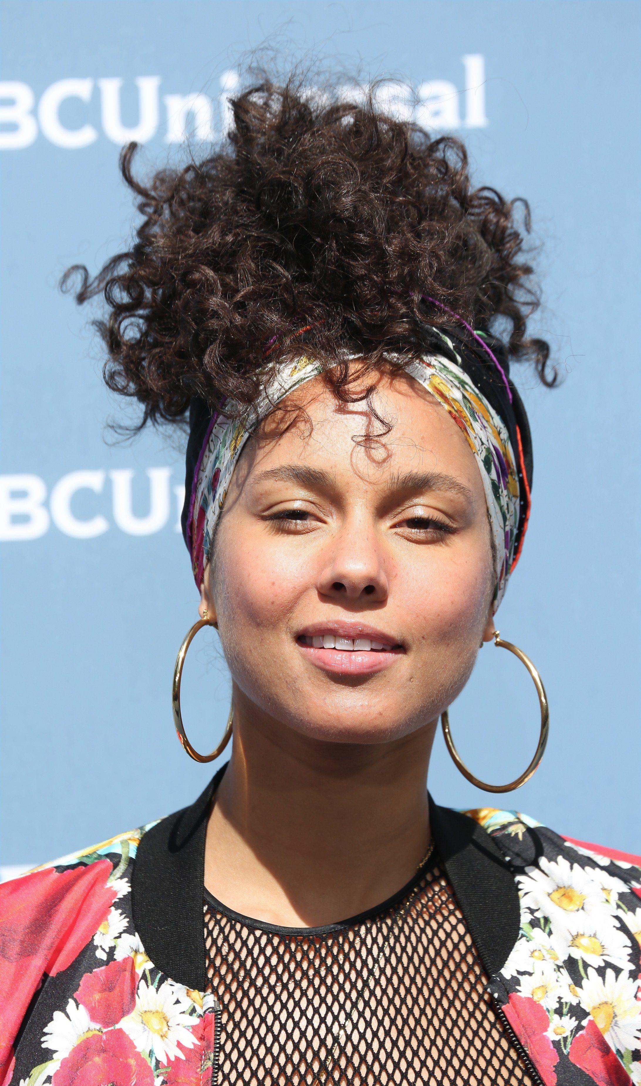 The Evolution Of No Makeup Advocate Alicia Keys Alicia Keys No Makeup Makeup Alicia Keys