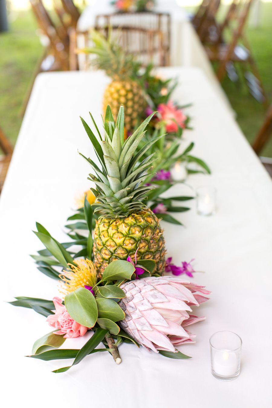 Resultado de imagen de centros de mesa para boda con piñas