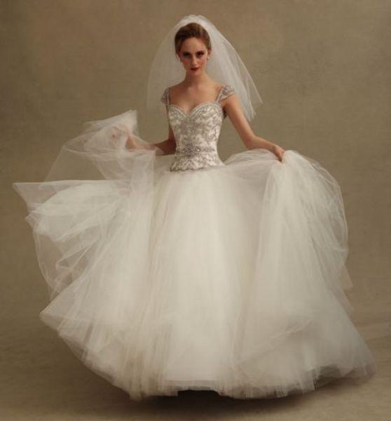 víspera de vestidos de novia del diseñador milady | novias