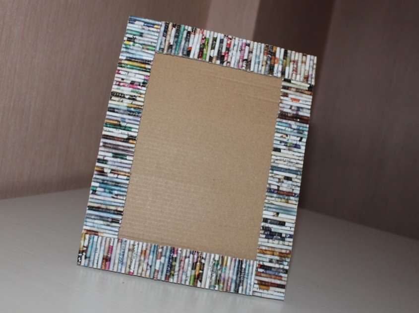Riciclo creativo con la carta - Cornice di carta colorata ...