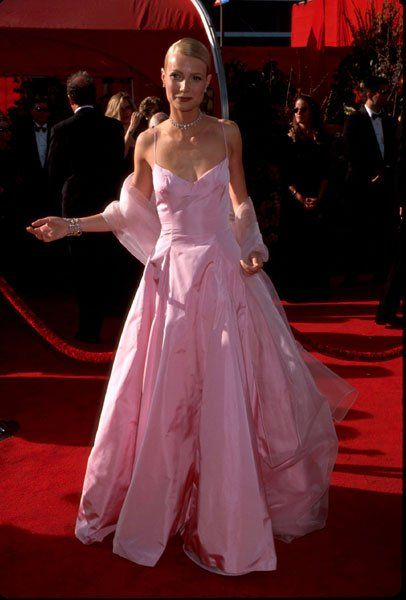 Gwyneth Paltrow At The 1999 Academy Awards Oscar Dresses Iconic Dresses Red Carpet Oscars