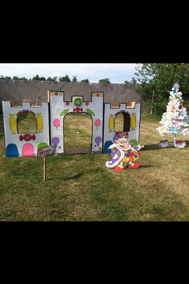 Candy Castle And King Candy I Made From Boxes And Cardboard And A Christmas Tree Decorated With Foam Board Candies Candyland Birthday Candyland Candyland Party