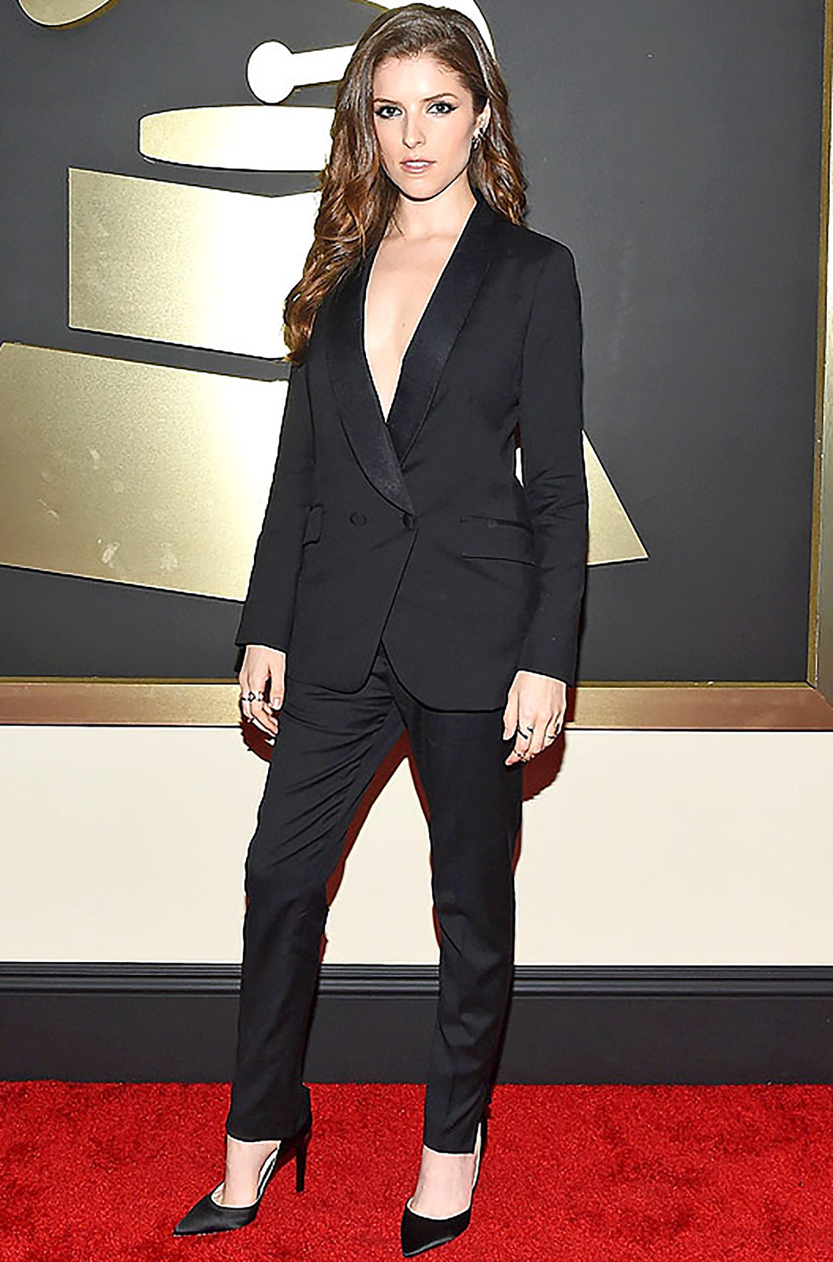 How To Wear A Shirtless Tuxedo Celebrity Fashion Fashion Suits For Women Fashion Tips For Women [ 2545 x 1680 Pixel ]