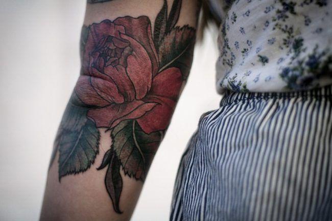 Tattoo am Oberarm – 50 Ideen für Männer und Frauen