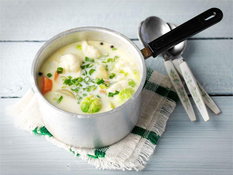 Juustoinen kesäkeitto/ cheesy summer soup