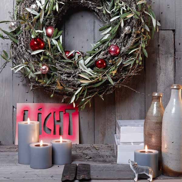 Christmas Wreath Berries Scandinavian Style With Lots Of Glow Christmas Decorations Xmas Christmas Decorations Christmas Wreaths