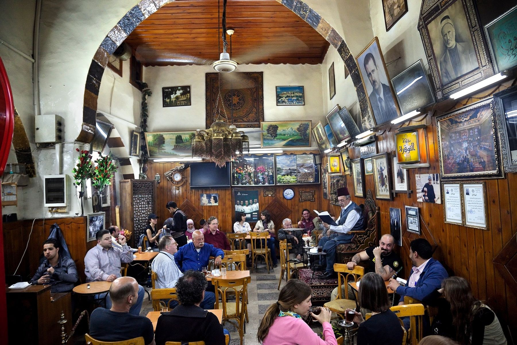 Year Old Alnawfarah Cafe Inside In Old Damascus