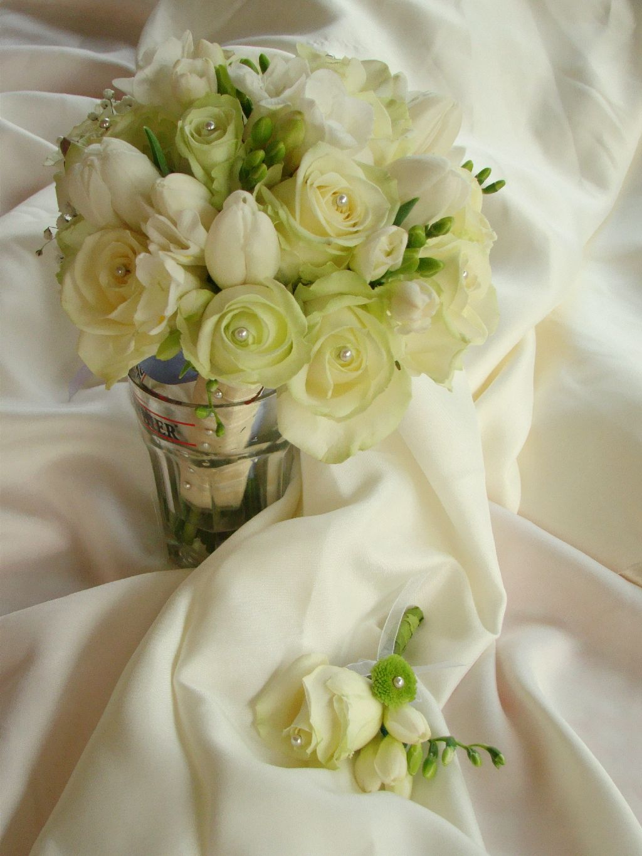 Lacramioare Roz Buchet Mireasa Din Trandafiri Lalele Inmiresmat