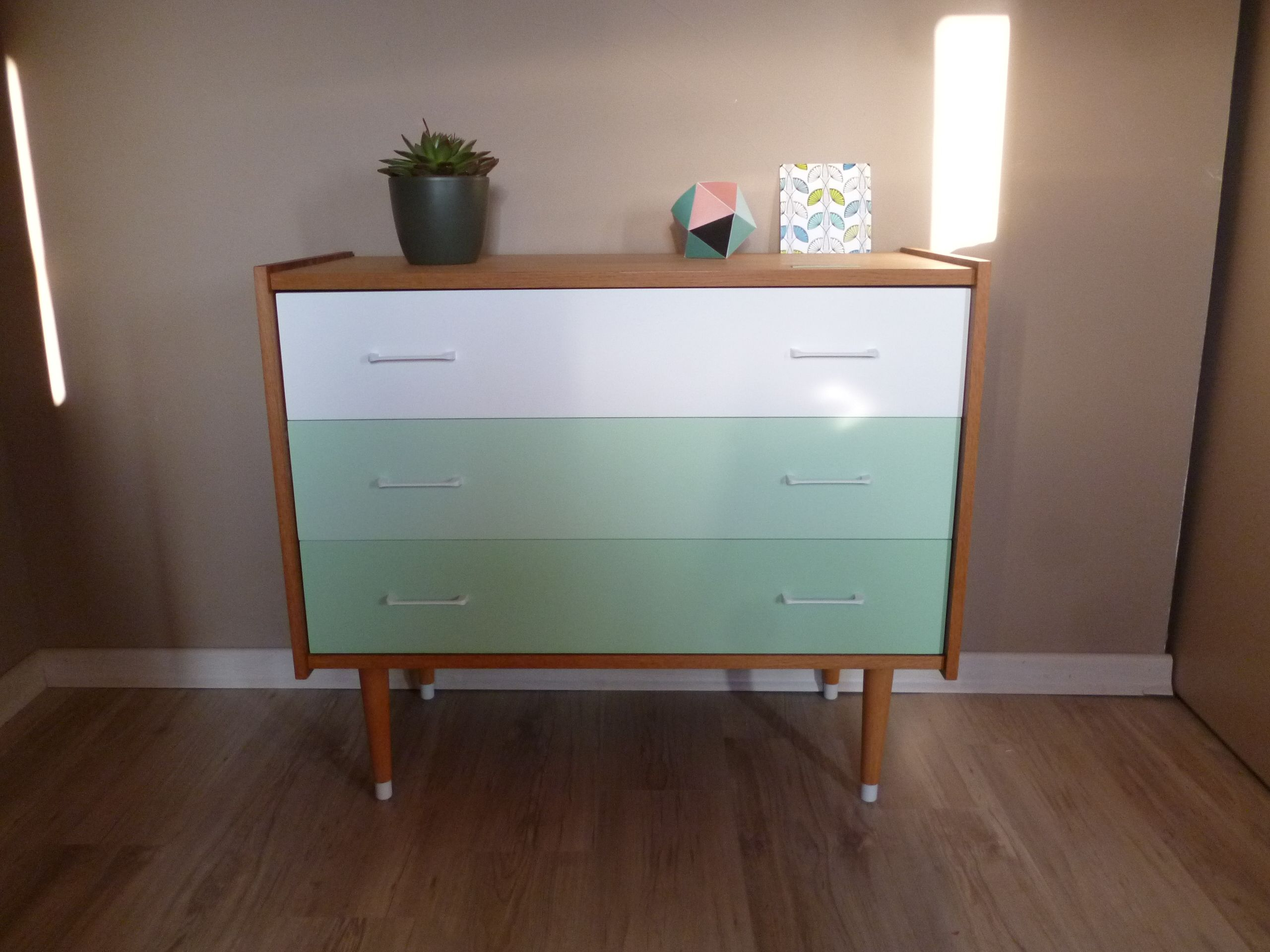 a vendre commode vintage relook e menthe et blanc ann es 50 pinterest relooker. Black Bedroom Furniture Sets. Home Design Ideas