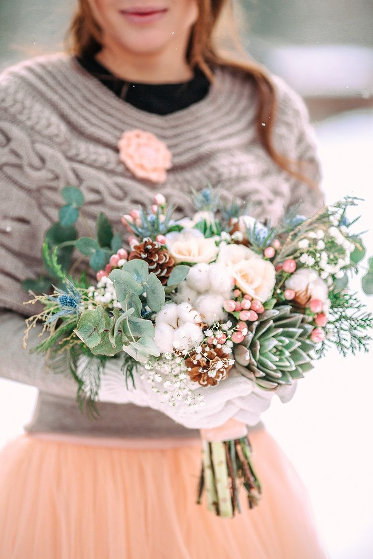 Light blue and peach winter wedding bouquet | fabmood.com #winterbouquet #wedding #winterwedding #outdoorwedding #snow #bride #weddingdress #peach