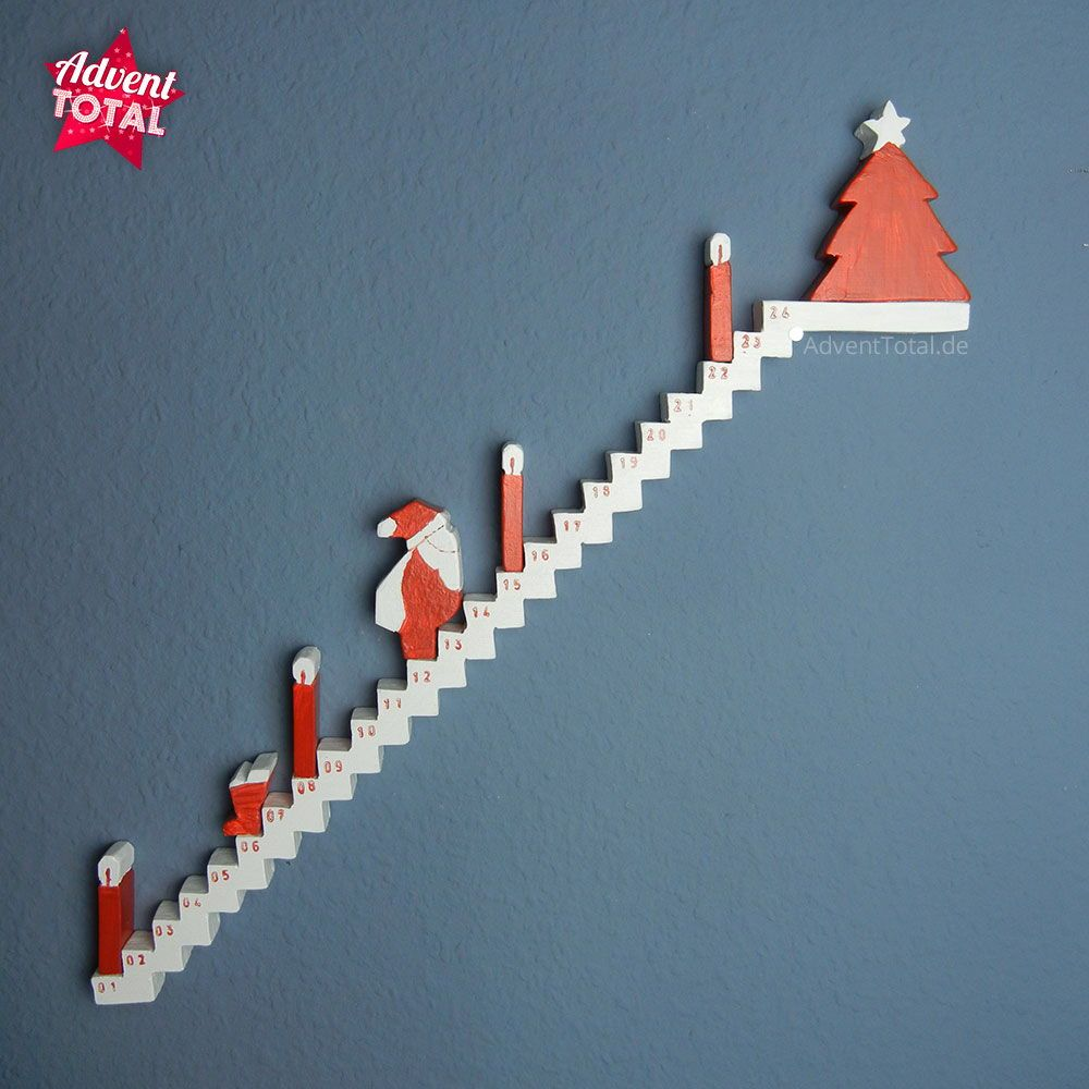 Adventskalender Treppe aus Holz basteln. Jeden Tag geht der   Weihnachtsmann einen Schritt weiter nach Oben. Vorbei an den   Adventskerzen und dem Nikolausschuh bis zum Ziel, dem Weihnachtsbau, #weihnachtsgeschenkebasteln