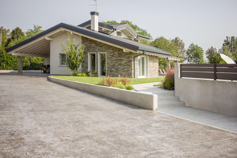 Pavimento In Cemento Stampato Per Esterni Idealwork Pavimenti E Rivestimenti In Cemento Esterno Casa Pietra Architettura Abitativa Design Esterno Di Casa