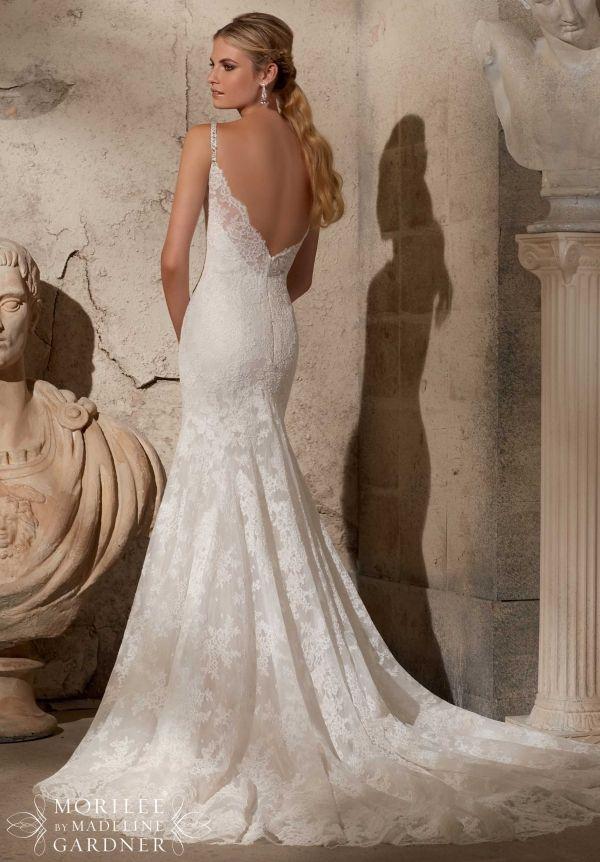 Elegante vestido de novia de encaje con tirantes de pedreria e ...