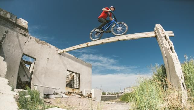 Danny MacAskill en Epecuén. Argentina (Foto: Red Bull content pool)