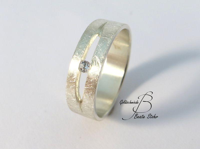 Ring mit Diamant Silber Handarbeit von TraumSchmuckWerkstatt auf DaWanda.com