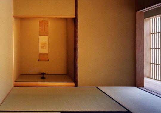 ハレの空間でもある和室は モダン建築にも合う床柱 床框などで構成されている 掛け軸や活けた花などを飾る場所である 和室 和室 おしゃれ