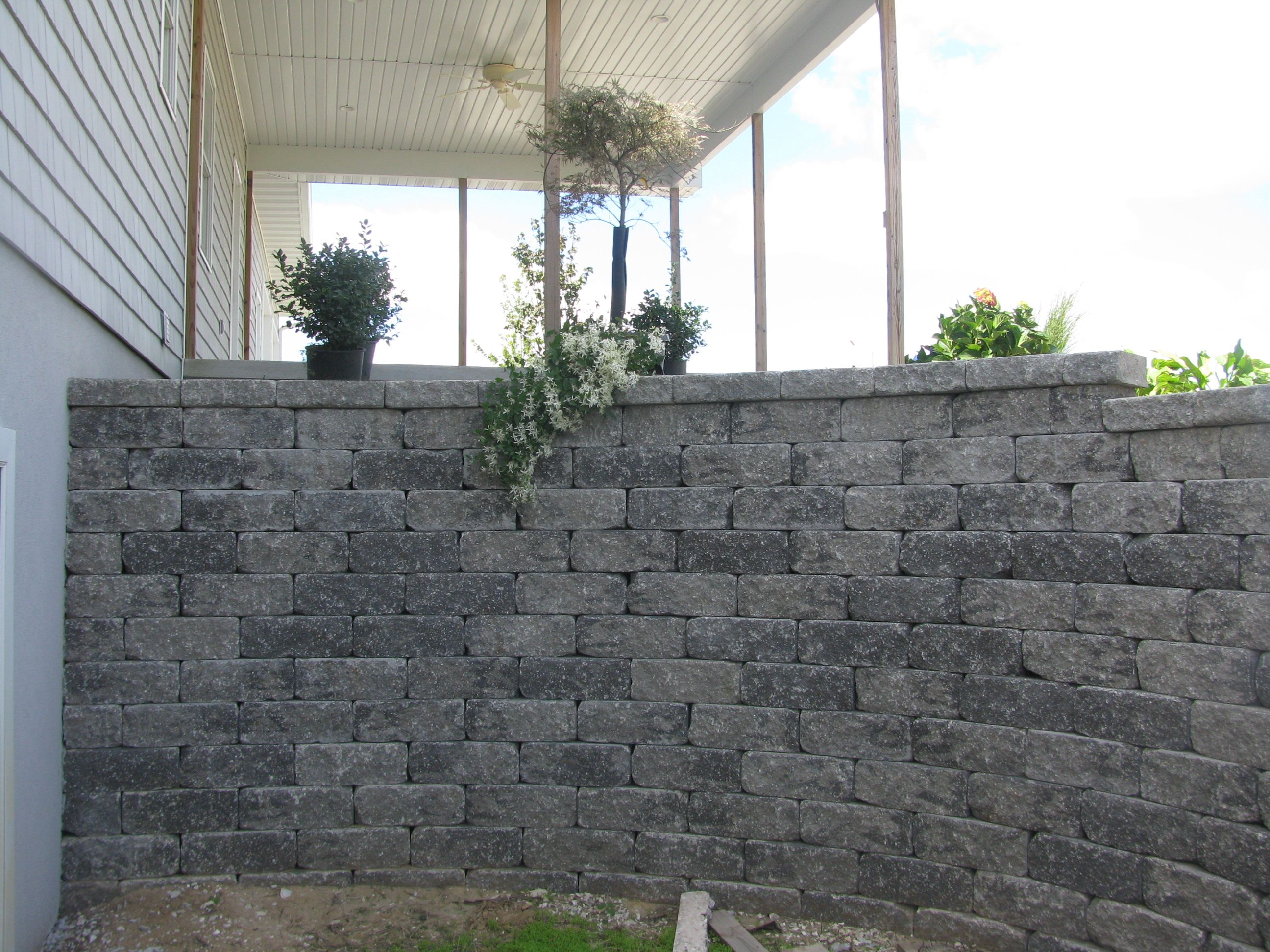 Versa Lock Block Retaining Wall Comes In Different Colors Retaining Wall Outdoor Spaces Building Design