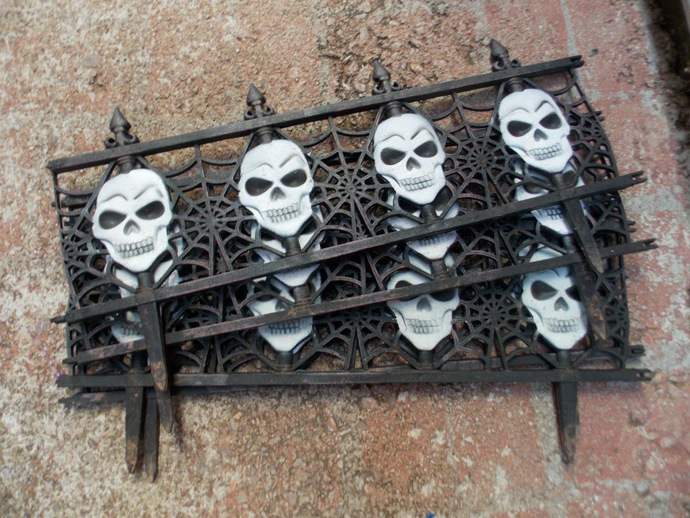 4 Halloween Yard Gate Fence Stakes Pathway Markers Skulls Yard Lawn Props Halloween Collectables Haunted House Props Halloween Haunted Houses