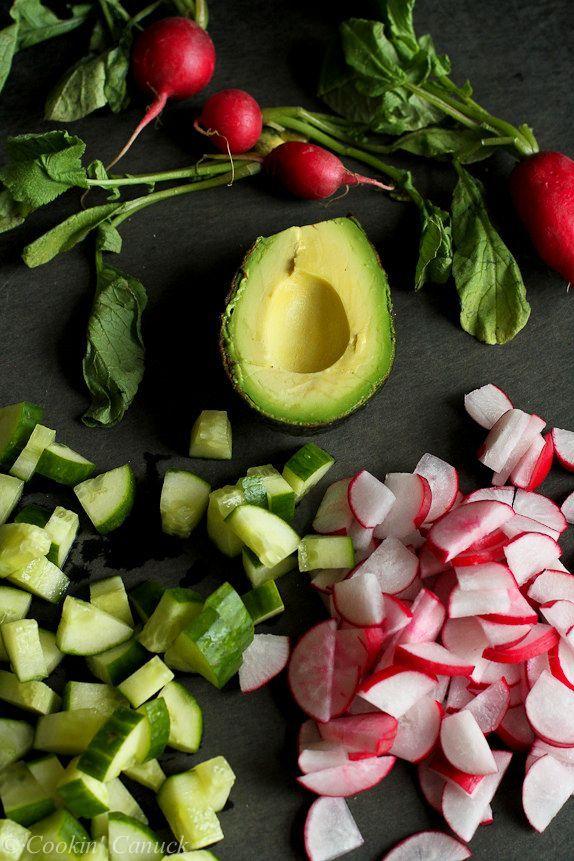 Salat mit geräucherter Gurke, Radieschen und Avocado | Koch Canuck Salat mit geräucherter Gurke,