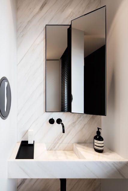 Bagno Semplice Nero Marmo Bianco E Specchio Rettangolare Simple