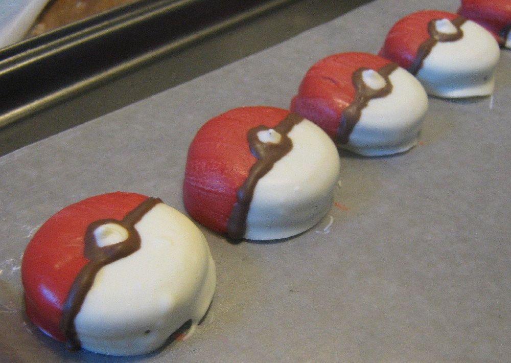One dozen pokemon pokeball chocolate covered sandwich cookie oreo party favors cook toms - Geburtstagsideen zum 90 ...
