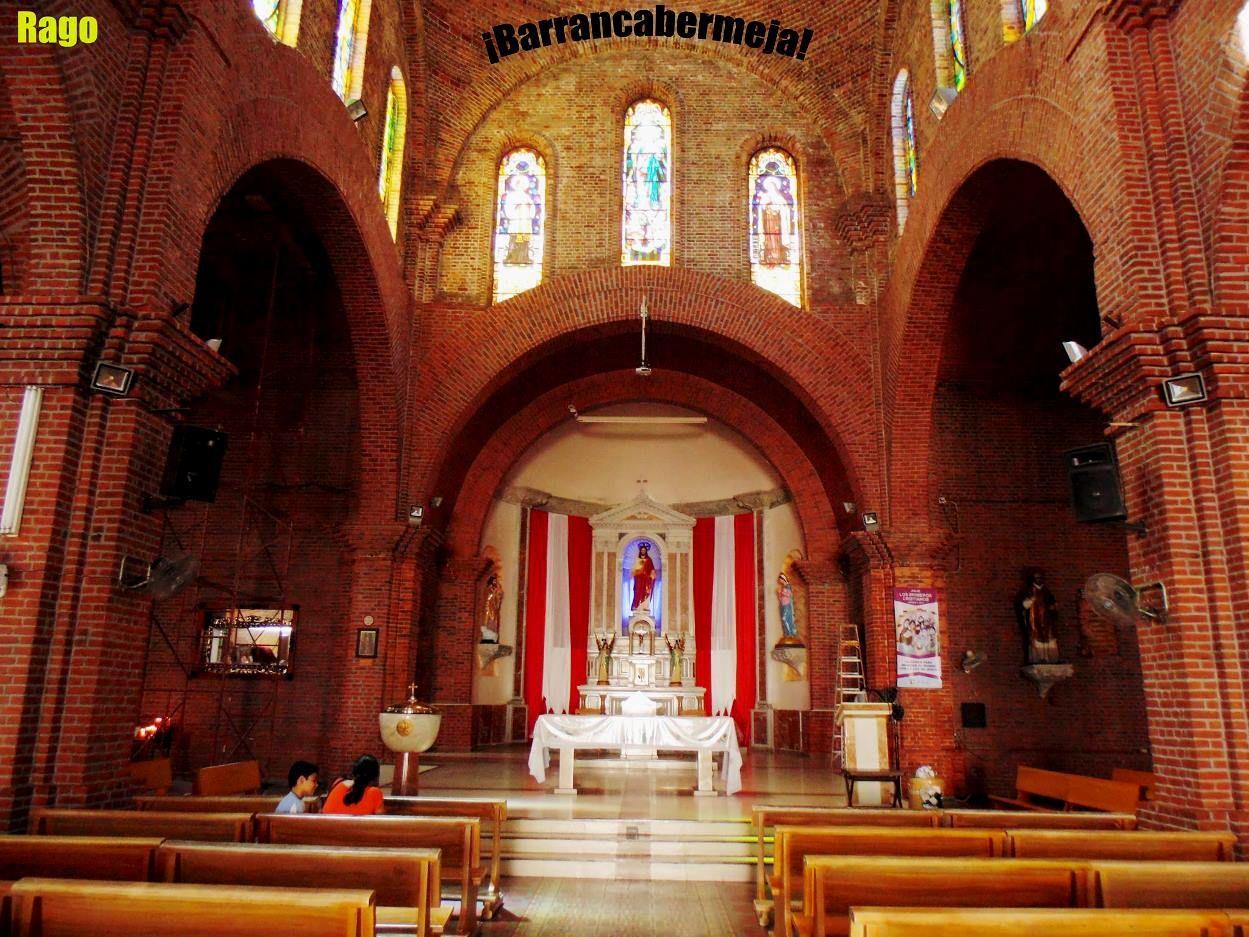 Colombia - Altar del templo del Sagrado Corazón de Jesús, Barrancabermeja, Santander.