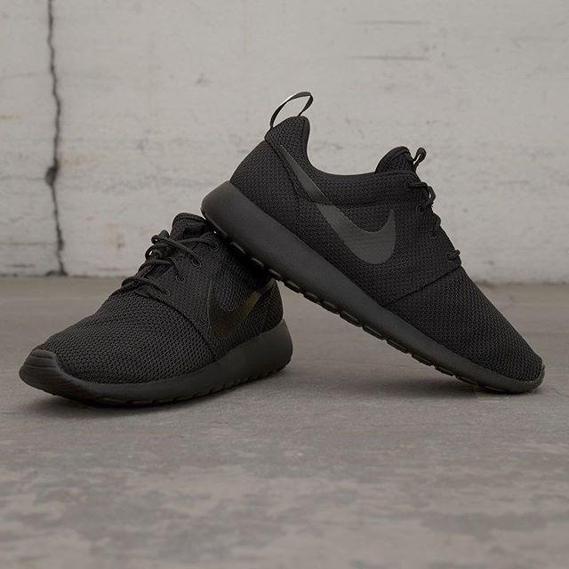 """Nike Roshe One i färgen """"Triple Black"""" är en fantastisk sko i all sin enkelhet. Finns på footish.se såklart! #nike #rosheone #tripleblack #uppsala #footish"""