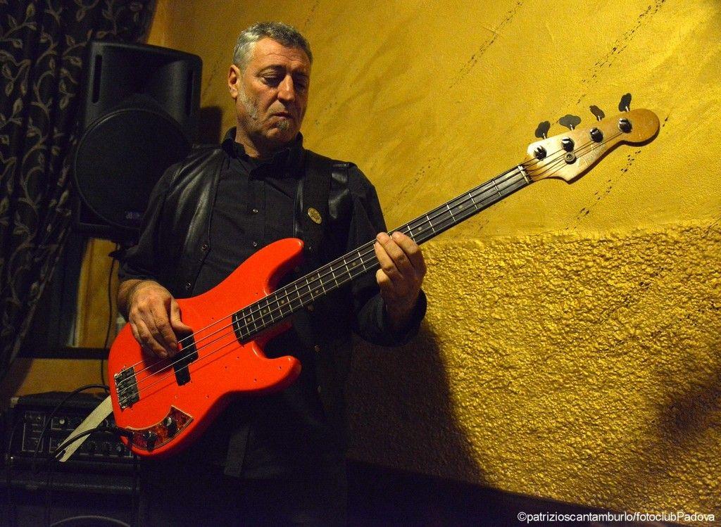"""Dario Sgobaro (Francesco Boldini Group) live alla trattoria Grotta Rossa per """"Jazz at Bar"""".    scatto di Patrizio Scantamburlo per Fotoclub Padova."""