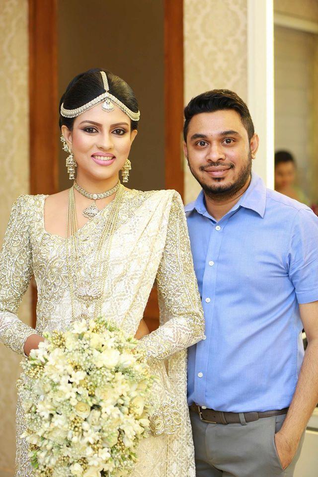Beautiful Bride With Best Bridal Dresser Of Sri Lanka Dhananjaya Bandara Bridal Wedding Dresses Wedding Saree Collection Indian Wedding Wear