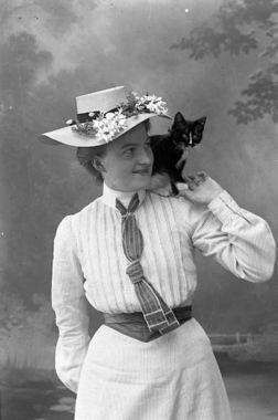 "Digitalt Museum - Enligt fotografens journal nr 1 1904-1908: ""Parker, Fr. Ellen Stenungsund""."