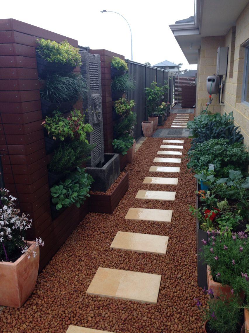 Side view | Side yard landscaping, Backyard landscaping ...