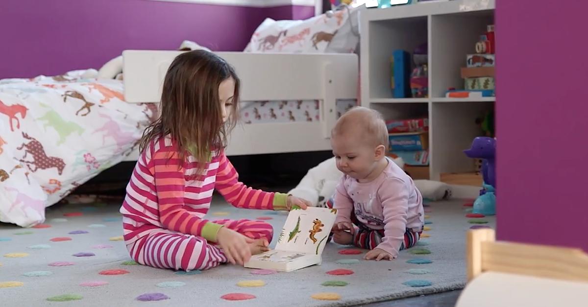 Ellie ist fünf Jahre alt. Sie ist schlau und weiß, dass alles möglich ist. Noch. Wenn sie älter wird, wird sie vielleicht erkennen müssen, dass Frauen immer noch in vielen Berufen unterrepräsentiert sind. Das Video erklärt, warum das nicht so bleiben muss.