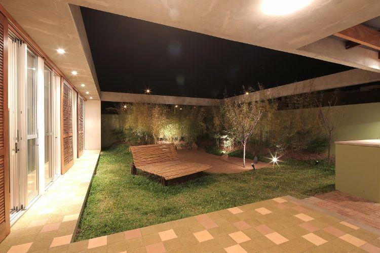 Casa tem teto especial e pátio interno para combater calor do