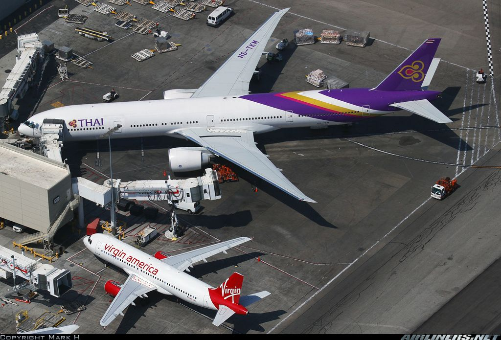 A good size comparison between a Virgin America A320 and Thai Airways International 773ER